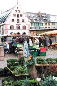 Couronnes à garnir, devant la cathédrale de Fribourg...
