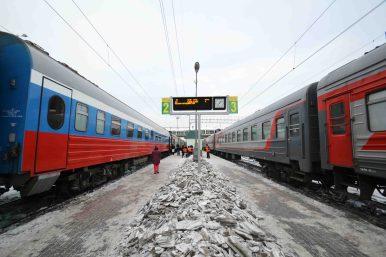 un quai, deux trains
