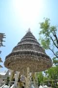 Au temple blanc, on tombe sur un drôle de sapin argenté...