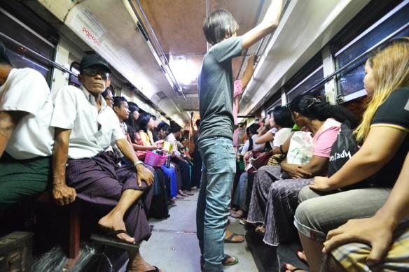 Le bus à Yangon... La classe totale !
