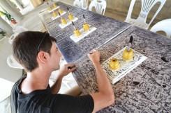 Au Temple Blanc, des tas de tables étaient recouvertes de nappes à dédicacer. Bah on s'est pas privés.