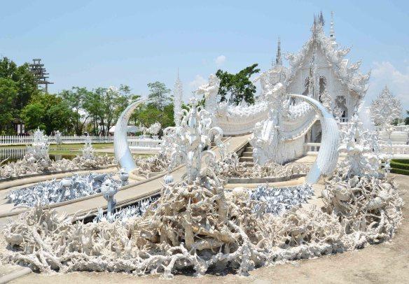 Le Temple Blanc, débordant de folie et de modernité.