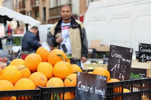 la-vue-depuis-le-balcon-de-mick-les-oranges-de-mohamed-et-le-zinc-de-fethi-et-miloud-au-cafe-des-vedettes-photos-grenews