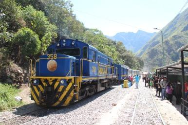 Le train au départ de l'usine hydro-électrique