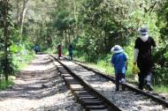 Habitants du coin le long de la voie ferrée